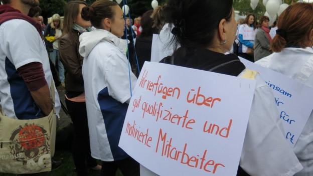 in Lightbox öffnen. Bildlegende: Im September machten 300 Mitarbeitende in Heiden auf ihre Anliegen aufmerksam.