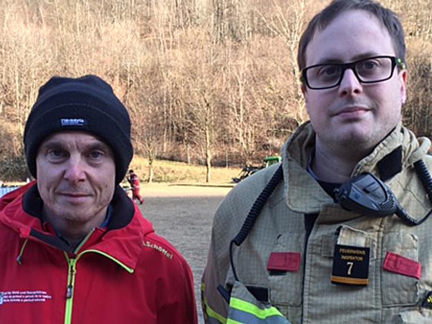 Luca Plozza, Amt für Wald- und Naturgefahren und Daniele Sucetti, Einsatzleiter Feuerwehr.
