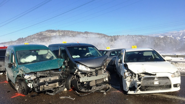 40 Autos prallen bei Bilten GL zusammen