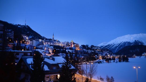 Zwei Bürger wehren sich bei der Bündner Regierung dagegen, dass St. Moritz und Arosa die Pro-Kampagne mitfinanzieren.