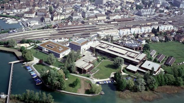 Wegen der geplanten Hochschulreform im Kanton St. Gallen liegen bei Politikern die Nerven blank - nicht so bei der HSR.
