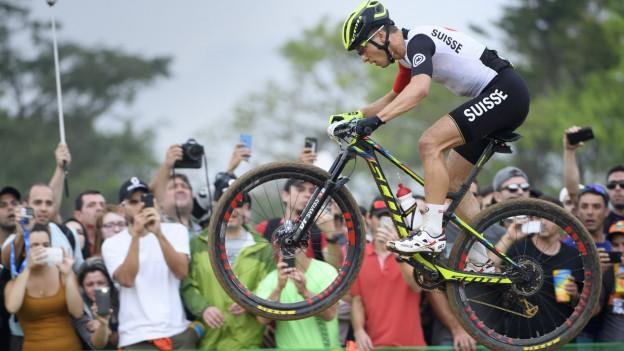 Der Bündner Mountainbiker Nino Schurter holte sich an den Olympischen Spielen in Brasilien die Goldmedaille.