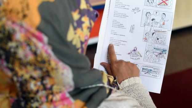 Eine Flüchtlingsfrau in der Schule