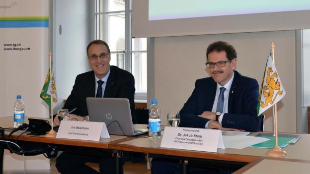 Der Thurgauer Regierungsrat Stark und Meierhans präsentieren die Zahlen der Jahresrechnung 2016.