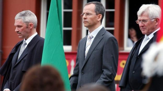 Stefan Sutter wird 2005 in die Standeskommission gewählt – hier zusammen mit Lorenz Koller (l) und Melchior Looser (r).