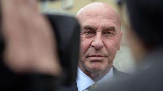 Wo Valentin Landmann einen Angeklagten verteidigt, sind die Kameras und Mikrofone nicht weit entfernt.
