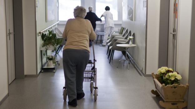 Spitex und Pflegeheime sollen mehr Geld erhalten, findet die Kommission.