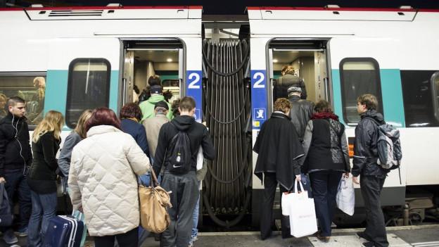 Morgens sind die Züge oft gut ausgelastet.