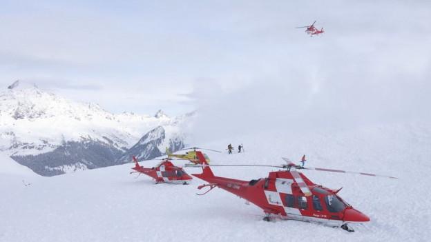 Mehrere Helikopter waren beim Unglück am Vilan im Einsatz.