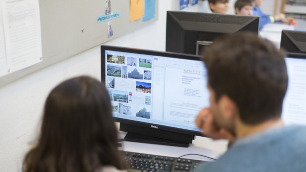 Die Erziehungsdirektoren wollen den Informatik-Unterricht stärken. St. Gallen baut das Angebot schon im Sommer aus.