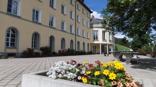 Der Kanton will am dezentralen Schulsystem festhalten. Im Bild das Hochalpine Institut Ftan.