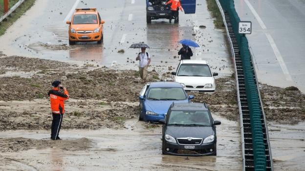 Überschwemmung der A1 bei Wil SG im Sommer 2015.