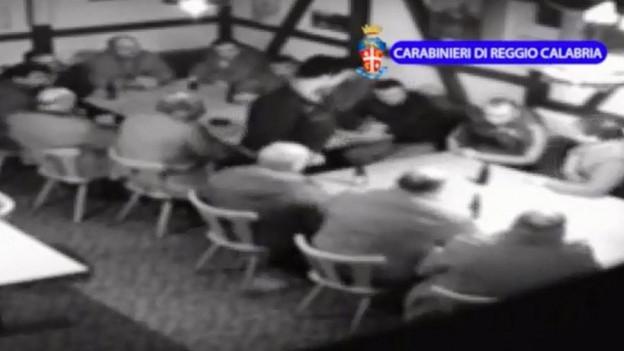 Bilder einer Überwachungskamera zeigen die mutmasslichen Mafiosi bei einem Treffen in Frauenfeld.(Archivbild von 2014)