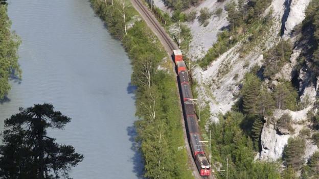 In der Rheinschlucht bei Versam geht zurzeit nichts mehr für die RhB-Züge.