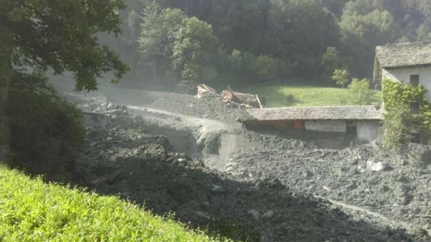 Bergsturz in Bondo. Dorf evakuiert.