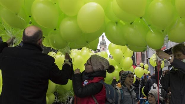 Rund 3000 Personen demonstrierten am 20. April für die 200-Millionen-Einlage in die Pensionskasse des Staatspersonals.