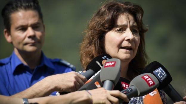 Die Gemeindepräsidentin von Bregaglia, Anna Giacometti, informiert die Medien.