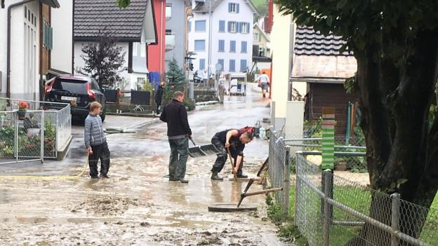Über 570 Mal mussten die Feuerwehren im Kanton St. Gallen seit Mitternacht ausrücken.