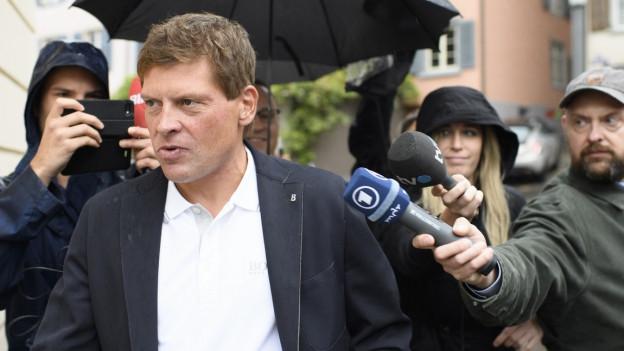 Jan Ullrich bei der Ankunft beim Rathaus Weinfelden.