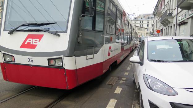 Im Schnitt 15 Mal pro Jahr werden die Appenzeller Bahnen an der Bahnhofstrasse durch falsch geparkte blockiert.