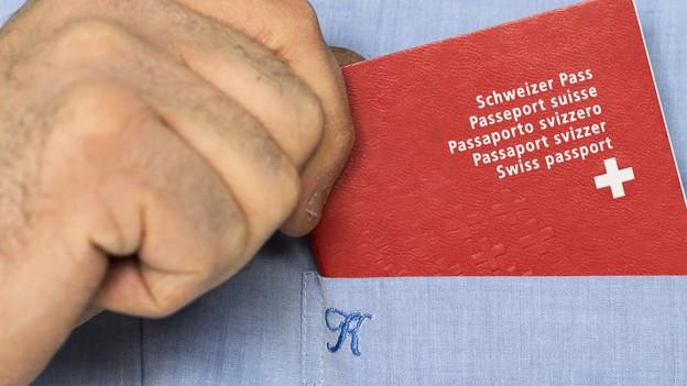 Mann mit Schweizer Pass