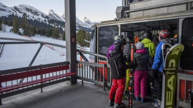 Skifahrer vor der Chäserruggbahn