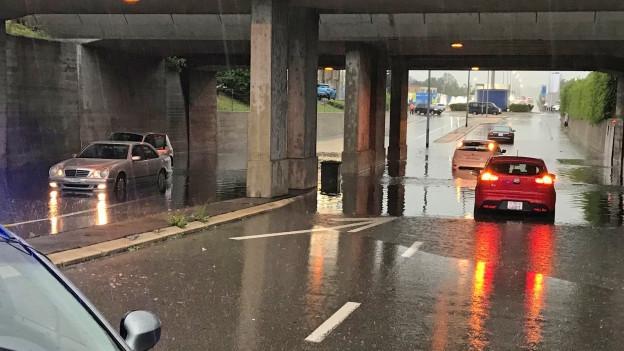 Auch Unterführungen wurden überschwemmt.