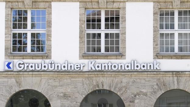 Das Logo der Graubündner Kantonalbank am Hauptsitz in Chur.