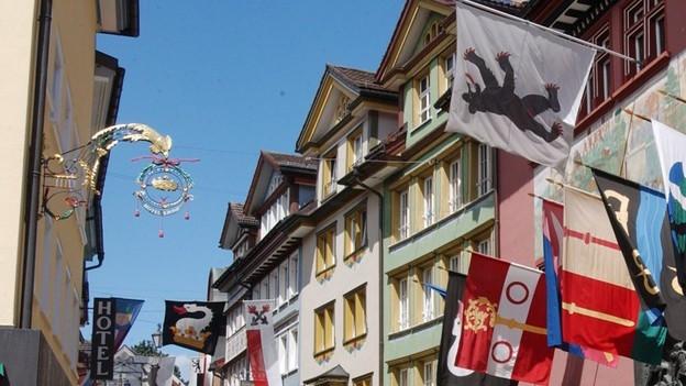 Die Hauptgasse in Appenzell mit der Rathaus.