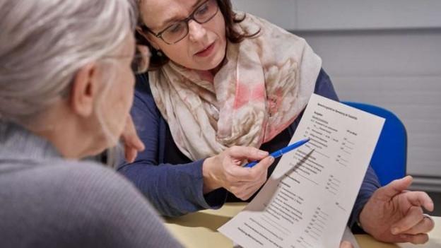 Für ältere Arbeitslose ist es schwierig eine neue Arbeitsstelle zu finden.
