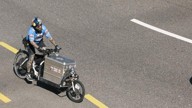 Velokurier auf Cargobike