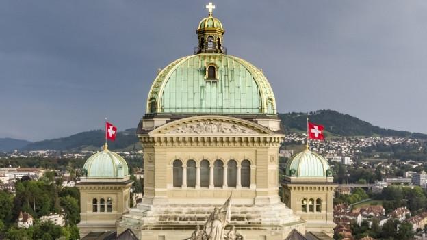 Dach des Bundeshauses in Bern