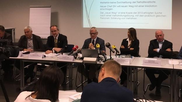 Die Behörden informieren über den Bericht zum Tierquälerei-Skandal in Hefenhofen