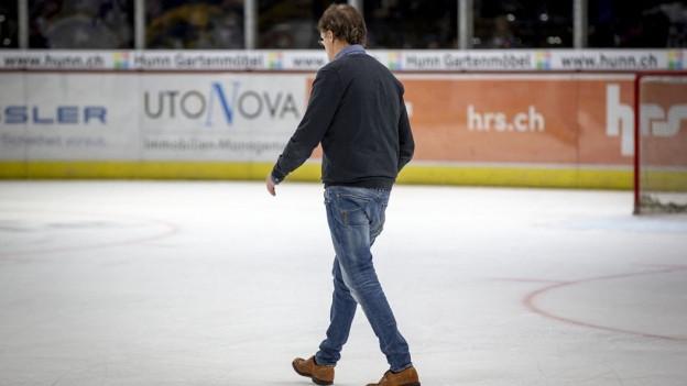 Arno del Curto geht übers Eis.
