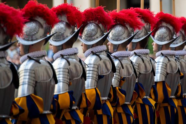 Schweizer Garde überrascht mit Weihnachtsgrüssen