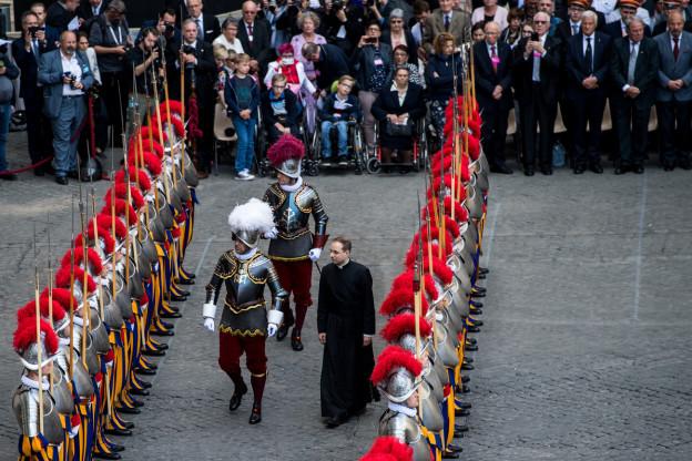 Die Schweizergarde in Rom hat erstmals ihre Weihnachtswünsche per Video verschickt.