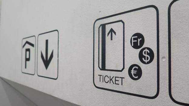 Ticketschild in Parkhaus