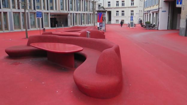 Der «rote Platz» bei der Raiffeisenbank in St. Gallen.