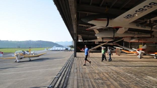 Hangar auf dem Flugplatz Schänis