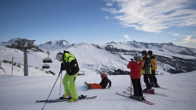 Skifahrer auf der Piste bei Laax