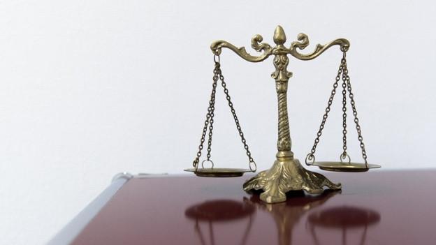 Der Angeklagte soll seine langjährige Lebenspartnerin erschlagen haben.