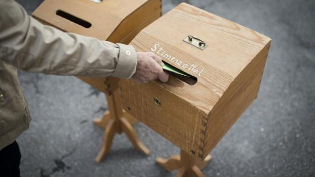 Eine Wahlurne in Graubünden.