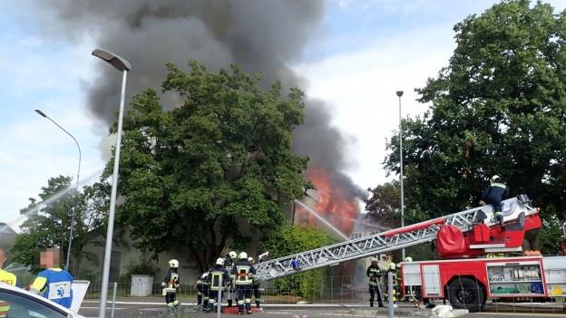 Jugendlich im Alter von 14 und 16 Jahren haben zugegeben, dass sie für den Brand in der alten Turnhalle verantwortlich sind