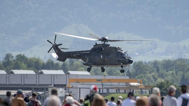 Das Präsidium des St. Galler Kantonsrat startete nach der Klimadebatte zu einem Ausflug per Helikopter