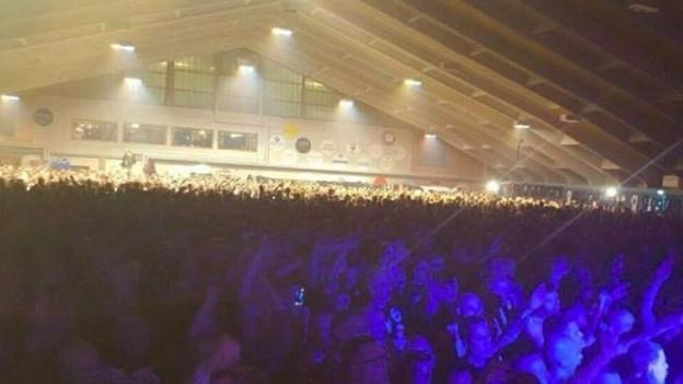Das Neonazi-Konzert fand in einer Tennishalle in Unterwasser statt.