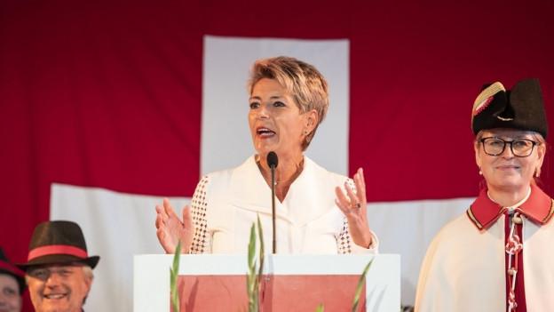 Karin Keller-Sutter auf dem Rednerpult
