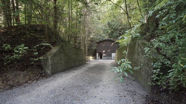 Der Bezirk Haslen kaufte dem Militär den Bunker für 30'000 Franken ab.