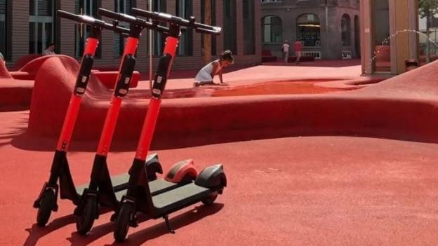 Auf dem Roten Platz: E-Trotinetts