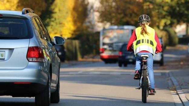 Die Schüler sollen im Verkehr sichtbar sein