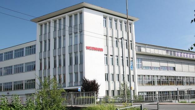 Bis zu 120 Stellen werden in der Schweiz abgebaut.